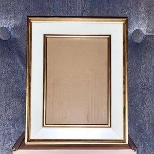 EUC 5x7 Gold Trim White Modern Picture Frame